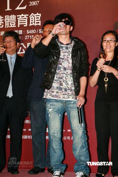 世界巡迴演唱会香港站3.jpg